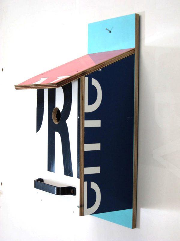 Billbirdhouse Blue, Red & Black